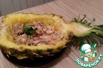 Рис по-тайски в ананасе