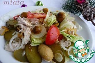 Салат из куриного филе с маринованными грибами
