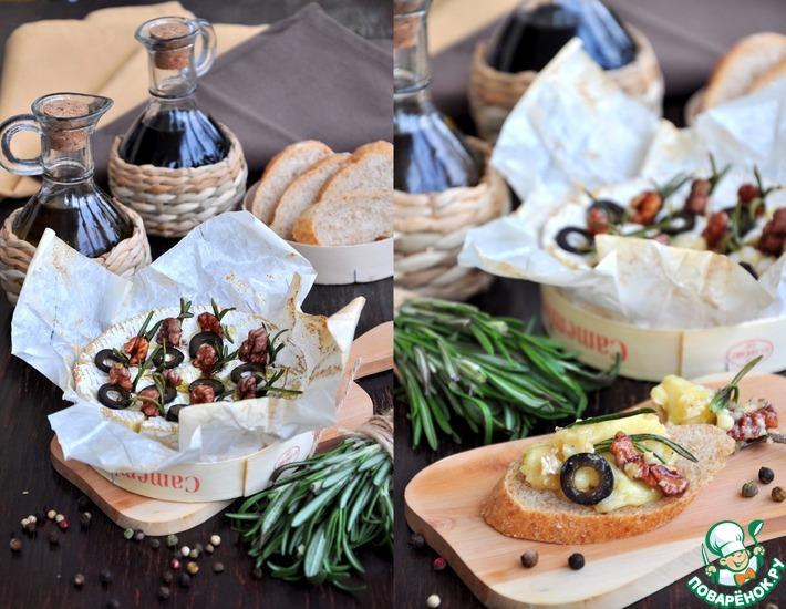 Камамбер, запеченный с орехами и маслинами