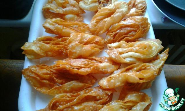 В идеале нужно посыпать измельченными грецкими орехами. Но даже если нет, то всё равно вкусно.    Пробуем и вспоминаем лето и море!