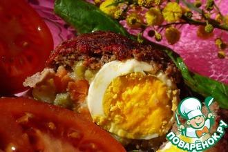 Мясной рулет с яйцом и овощами