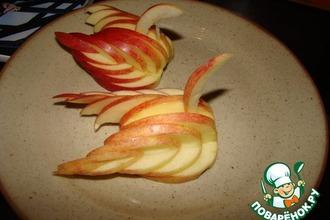 """Украшение """"Лебедь"""" из яблока"""