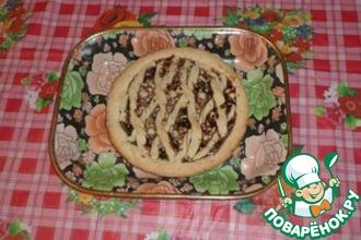 Песочный пирог с клубничным вареньем и грецкими орешками