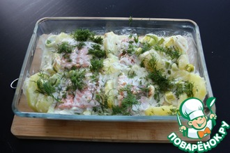 Запеченный лосось с пореем и картофелем