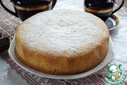 """Готовый кекс необходимо положить на решетку до полного остывания и дать ему """"созреть"""" еще 3-6 часов. Сверху кекс обсыпают сахарной пудрой. Приятного аппетита!"""