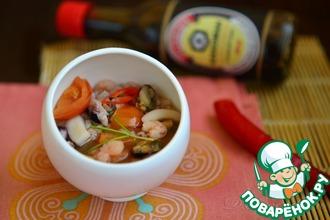 Традиционный китайский суп из морепродуктов