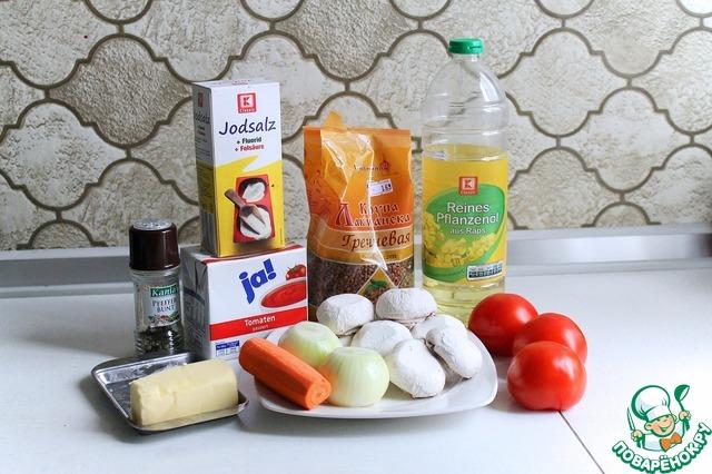 Вот весь список продуктов наглядно. Тут нет зелени, поскольку она у меня была замороженная. В принципе, ее можно и не добавлять, но, на мой взгляд, немножко все же не помешает. Как видно на фото, морковь, лук и грибы уже подготовлены. С грибов я как обычно просто сняла шкурку (или как там она называется) и совсем их не мыла.