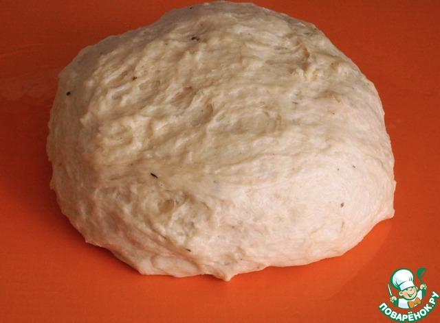 Так как настоящий украинский борщ немыслим без вкусных, свежих и ароматных пампушек, замесим тесто, можно использовать любое, любимое вами дрожжевое тесто. Оставляем его подходить. Я всегда тесто обминаю один-два раза, потом формирую изделия и даю им еще раз подойти.