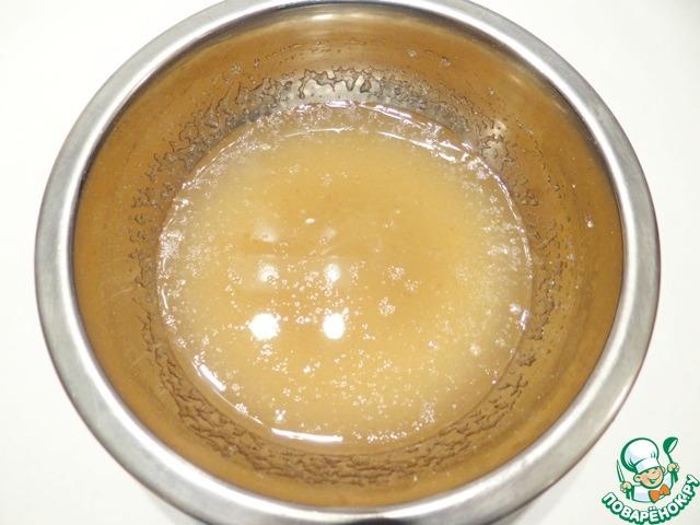 Желатин предварительно замачиваю на 30-40 минут в холодной кипяченой воде.