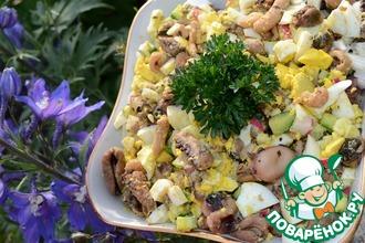 Салат с морепродуктами под лимонно-горчичной заправкой