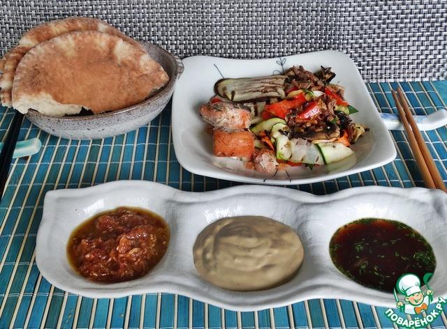 Подавать эти соусы можно к жареным на углях мясу, рыбе и овощам.