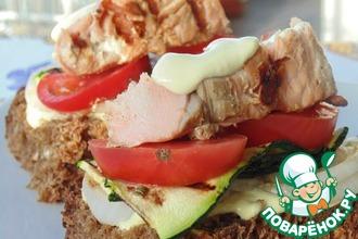 Бутерброды с кетой и овощами на гриле