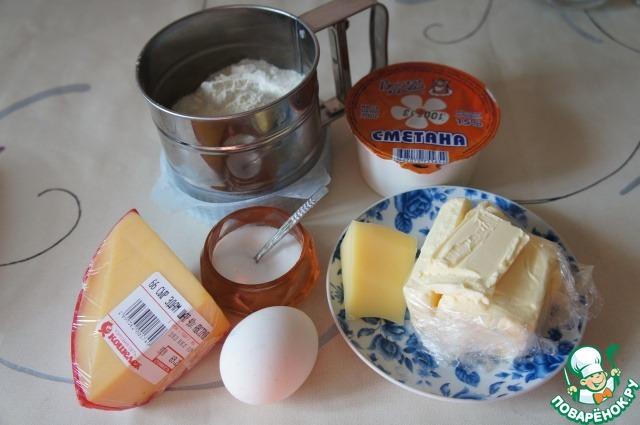 Сыр надо выбрать такой, чтобы при нажатии, он не проминался. Я взяла Эдам шар. Он такой желтенький, очень красивый, достаточно плотный и доступный по цене.