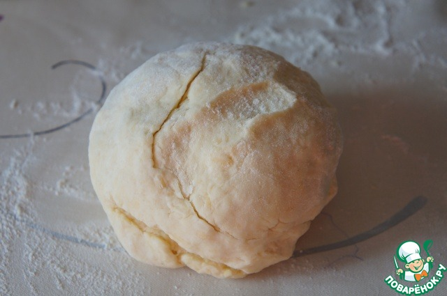 Добавить сахар и сметану и вымесить эластичное тесто.
