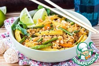 Жареный рис с овощами и яйцом
