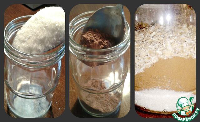 Тем временем в банку насыпьте сахар, какао-порошок, овсянку и ванилин.