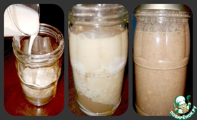Далее в банку налейте кефир и молоко. Процедите кофе. Закройте банку крышкой и встряхните, чтобы все ингредиенты смешались между собой. Поставьте банку с овсянкой в холодильник на ночь.