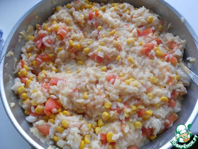 Добавить помидоры, лук и кукурузу и потушить 5-10 минут.
