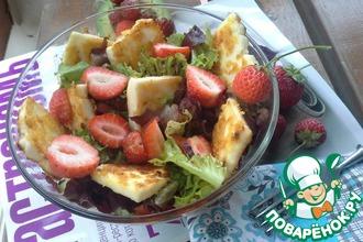 Салат с клубникой, авокадо и халуми