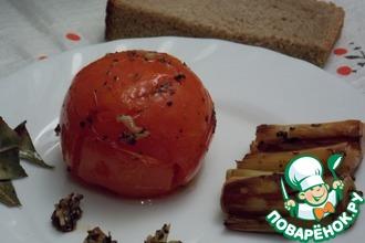 Запеченный помидор с луком-пореем