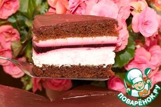 Торт шоколадный со сливками и смородиной