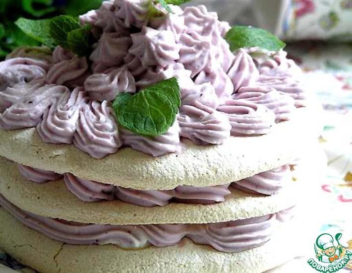 Торт-безе с черничным кремом