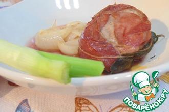 Филе свинины в беконе со свежими луковками