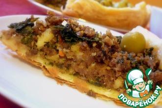 Открытый пирог с мясным фаршем и шпинатом