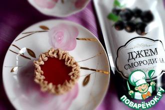 Черносмородиновые пирожные