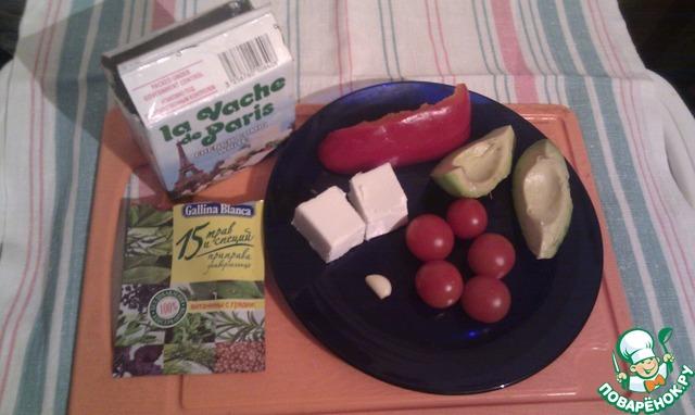 """Авокадо, перец, помидоры вымыть, очистить от кожуры.   взять сыр 1 ст. л. (или 2 куска примерно 2х2 см), у меня был сыр """"парижская буренка"""".    чеснок почистить, измельчить. я брала маленький зубчик, получилось нежненько."""