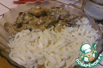 Куриное филе в сливочном соусе с грибами и консервированной фасолью