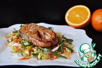 Тёплый салат из лосося с апельсиновым соусом