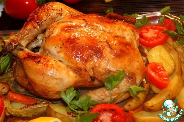 Сервировать курицу вместе с запечеными и свежими овощами и зеленью, во время еды мясо поливать лимонным соком.