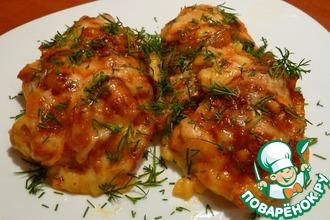 Куриное филе с луково-томатным конфитюром под сырной корочкой