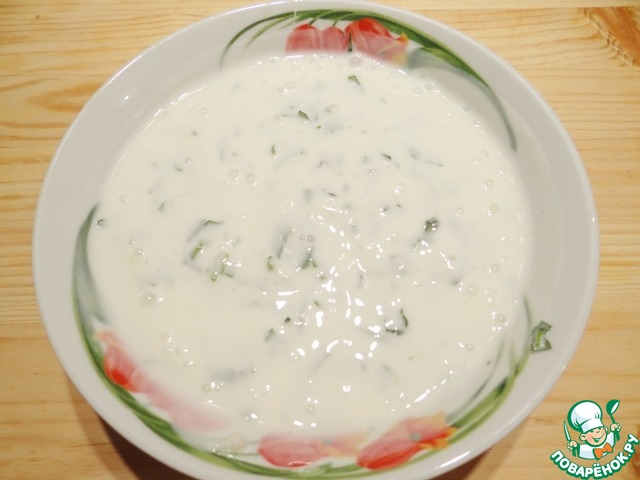 Соус готов. Подаю картофельные лепешки, полив соусом. Получаются очень вкусные лепешки, поверьте! Приятного Вам аппетита!