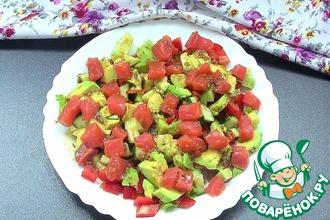 Легкий салат с семгой и овощами
