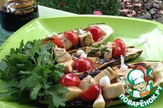 Кабачки с сыром и овощами на мангале