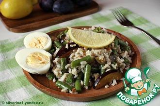 Салат из риса с фасолью и сливами