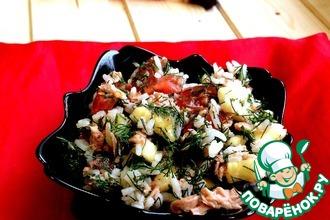 Салат из тунца с помидорами и бананом