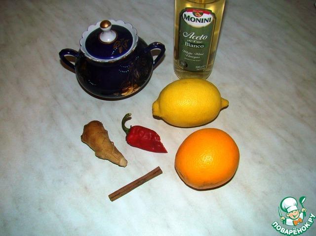 Для приготовления соуса нам понадобится дополнительно: сахар, апельсин, половина лимона и перца чили, корень имбиря, белый винный уксус, палочка корицы.