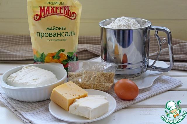 Для приготовления творожно-сырных палочек нам понадобится следующий набор продуктов: мука пшеничная, творог, майонез, мягкое сливочное масло, соль, сахар, кунжут, яйцо.