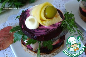 Сельдь закусочная с овощами на хлебце