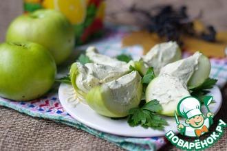 Яблочные дольки с селедочным кремом