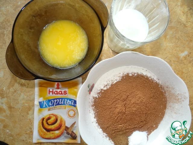 Сухие ингредиенты просеять через сито; Продолжая мешать, влить кефир и масло тонкой струйкой, добавить сухие ингредиенты, замесить однородное тесто;