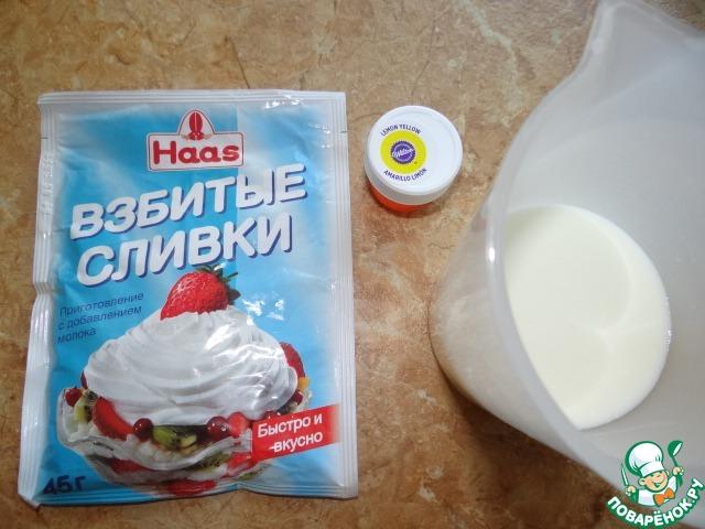 Сливки взбить с молоком и красителем до плотности;
