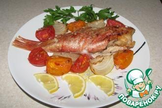 Морской окунь, запеченный с овощами
