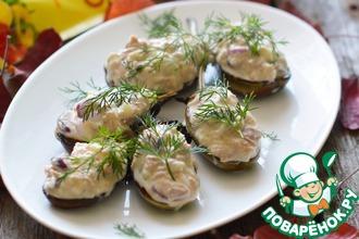 Салат из тунца на запеченном баклажане