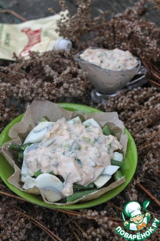 Выкладываем порцию салата и щедро поливаем нашим соусом. Приятного аппетита!!!