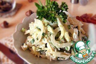 Салат с кальмаром и зеленым яблоком
