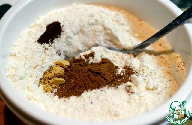 Смешиваем муку, сахар, разрыхлитель, соль и специи.